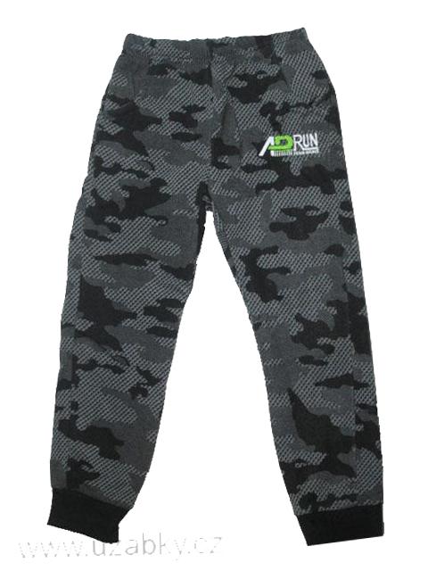 98-116-Chlapecké teplejší maskáčové tepláky SEZON - černo-šedé